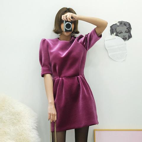 韩国进口正品女装冬装LA 后背拉链松紧腰耸肩袖天鹅绒圆领连衣裙