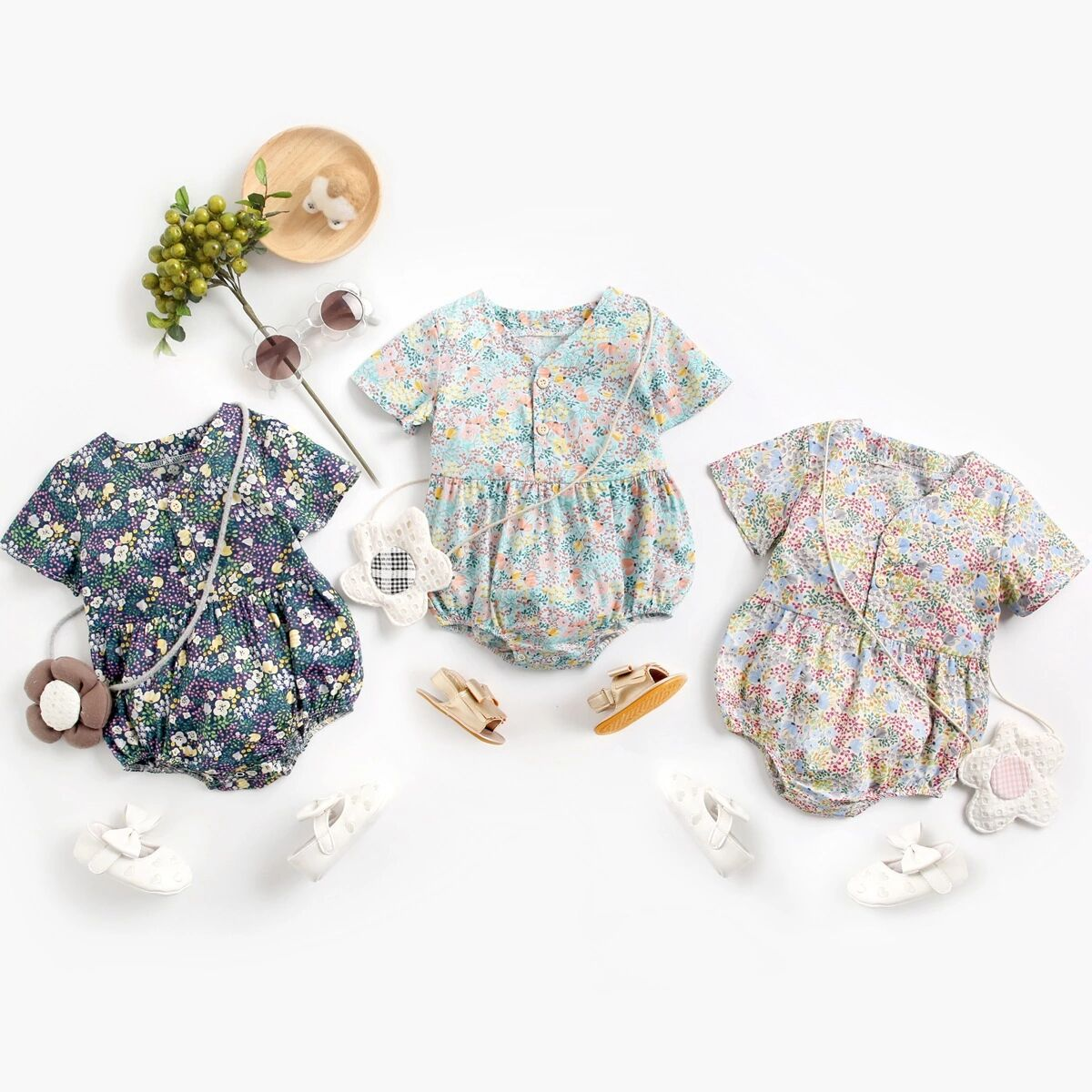 Baby V-neck small floral print breasted short sleeve triangle Khartoum Korean childrens Jumpsuit creeping suit