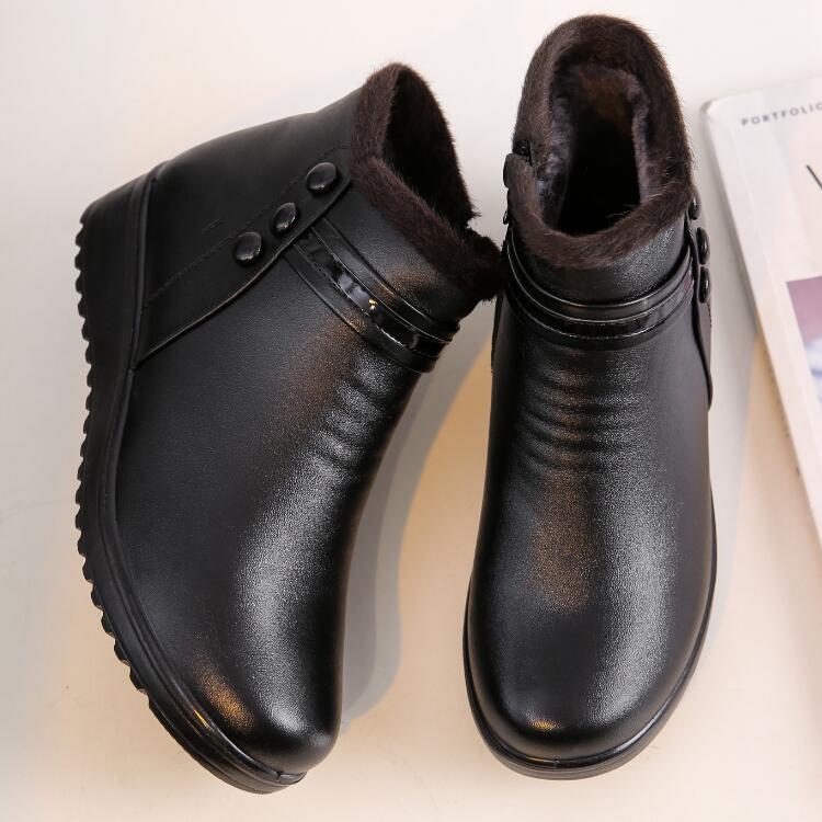妈妈棉鞋女冬季软底平底老人皮鞋保暖加绒防滑短靴中老年人女鞋