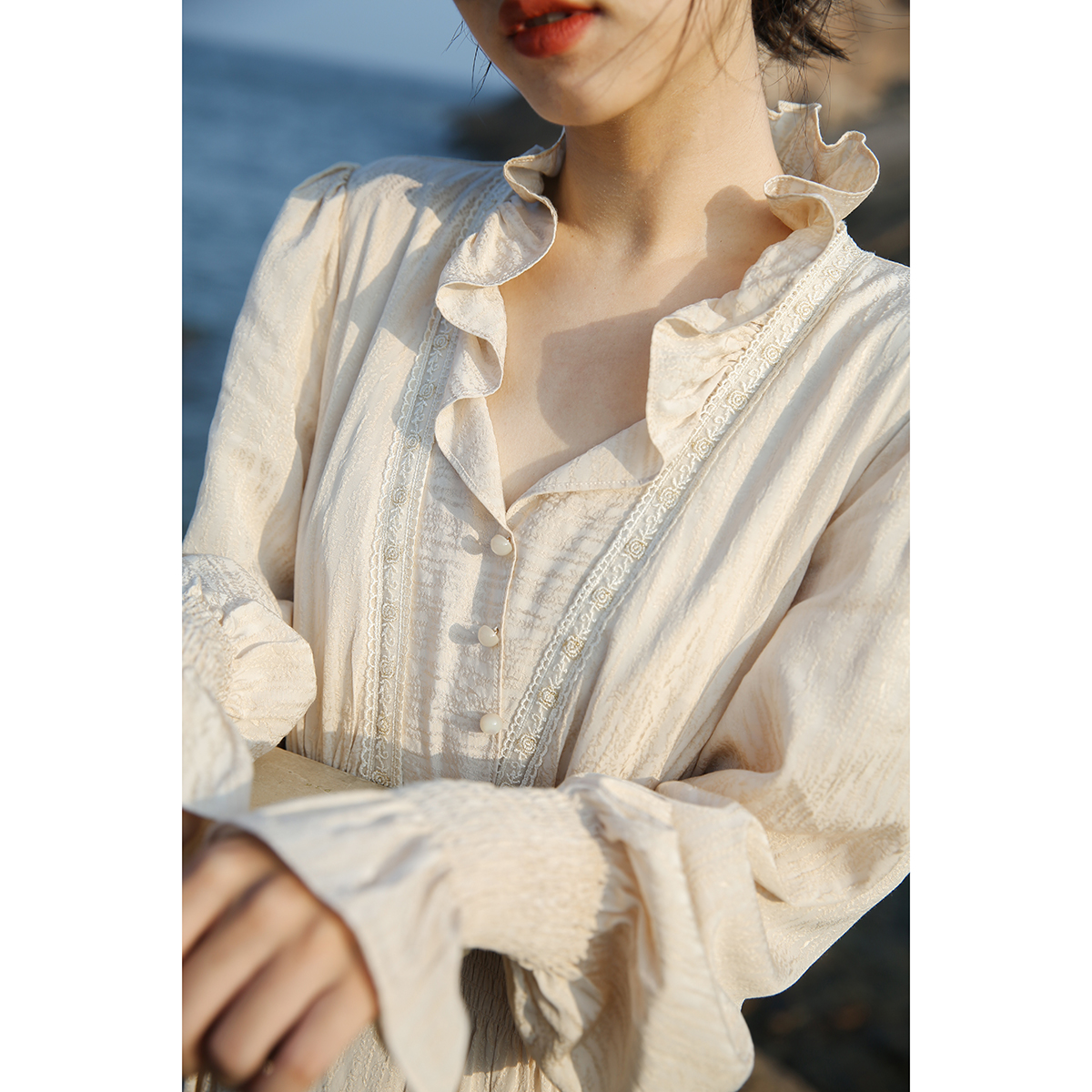 漞渡 法式复古白色连衣裙长袖2020秋款荷叶领甜美泡泡袖气质长裙