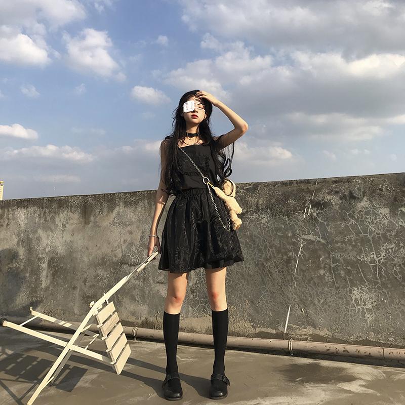 券后64.00元花田橱窗 暗黑系套装女两件套酷黑色吊带+高腰短裙网红2019新款夏