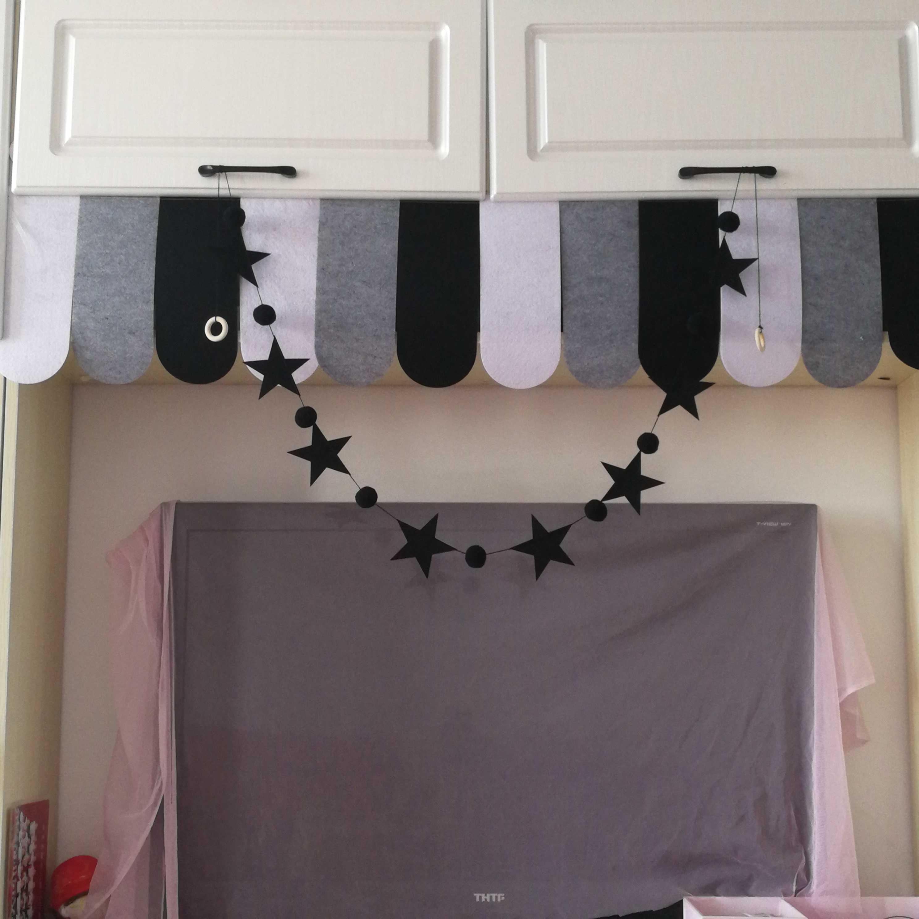 派对生日ins北欧风装饰黑白灰毛球串挂饰派对拍照布置用品