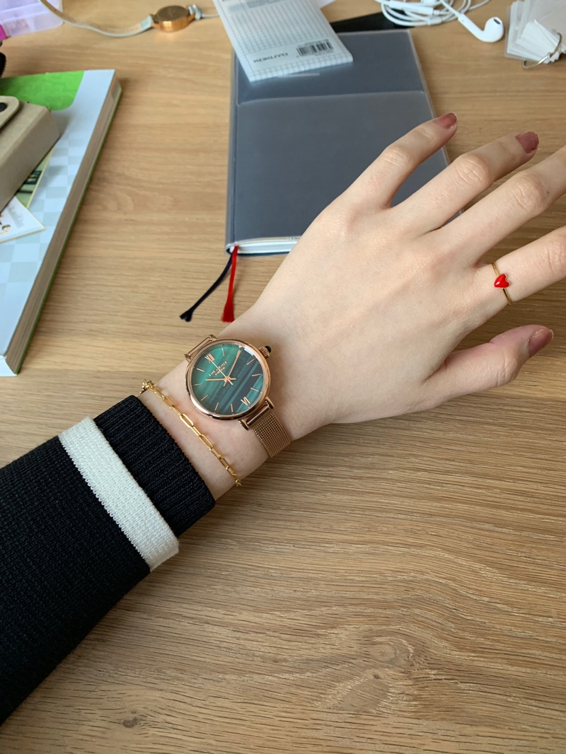LolaRose女学生学院风小表盘手表,送女友情人节礼物
