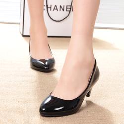特价2014新款单鞋浅口漆皮工作女鞋裸色小圆头中跟粗跟女单鞋婚鞋