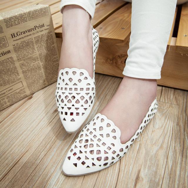 2015 году новой корейской версии полые с плоским наконечником бум весной и летом обувь моды и удобной мягкой кожи с плоским дном Серебряный Женская обувь
