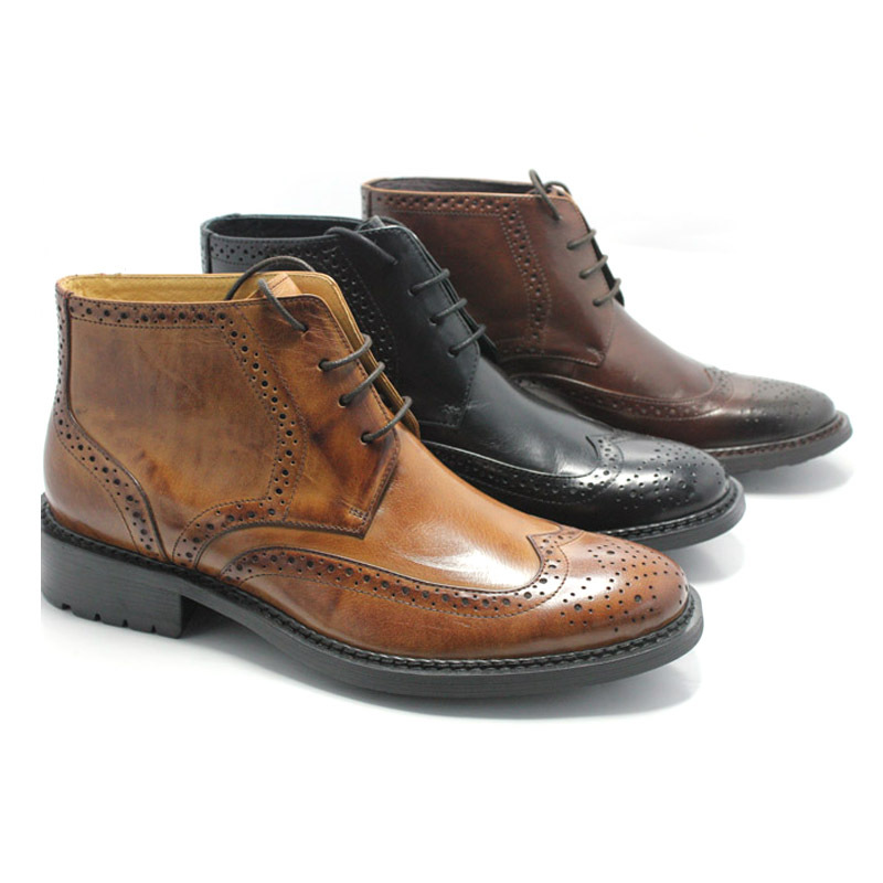 Mens shoes with thick sole and carved leather in autumn and winter