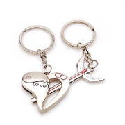 Smiling love gifts ideas an arrow through the heart of lovers key ring accessories couple pendants-each