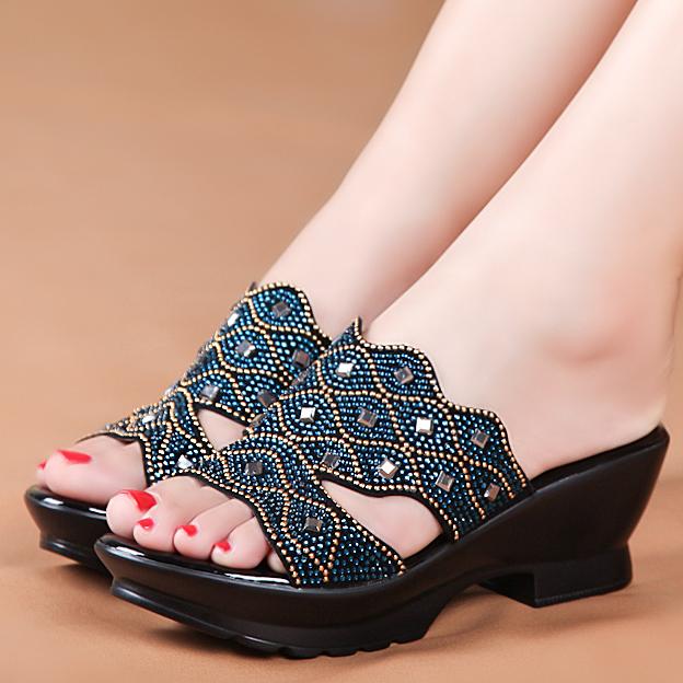 Сандалии летние стили толстые кожаные женские Тапочки мать стразами большие старые Тапочки Обувь выстроились