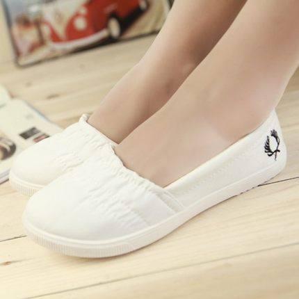 Korean low top flat shoes in summer: nurses little white shoes, breathable canvas shoes, lazy shoes, single shoes, bean shoes