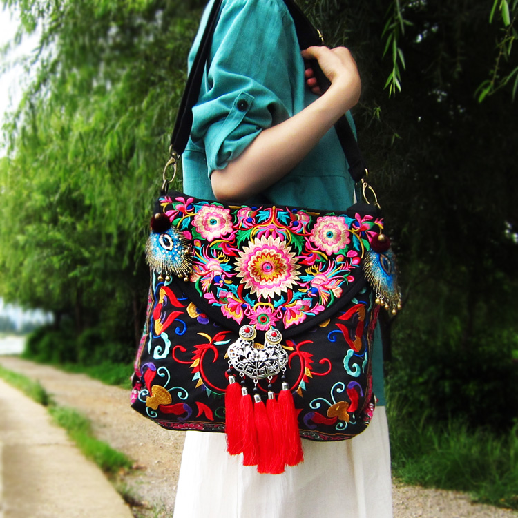 Mucun new Yunnan ethnic embroidery bag special embroidery canvas Single Shoulder Messenger multipurpose womens bag