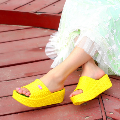 Womens summer 2019 womens slippers in beach bathroom with thick soles