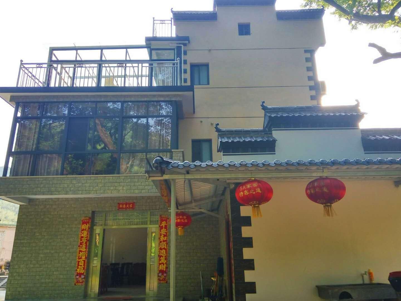 泾县月亮湾玲珑河畔农家乐豪华大床房