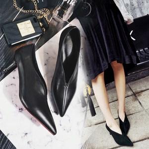 爱知季尖头单鞋高跟鞋女细跟新款春秋v口真皮浅口女巫复古奶奶鞋