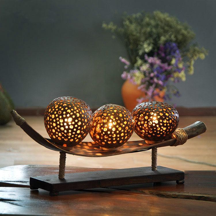 泰国工艺品椰壳雕花装饰台灯酒吧会所风格创意灯温馨卧室床头灯具