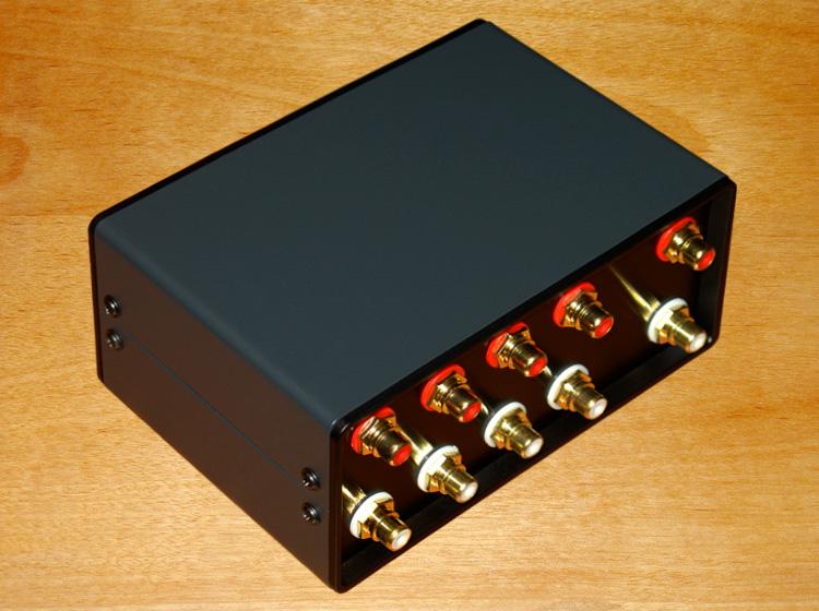 Трехмерный звук четыре дорога звуковая частота сигнал вводить переключение устройство принятие позолоченный RCA выход ( четыре продвижение один ) устройство лесоматериалы PK