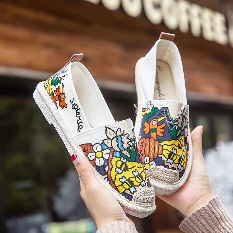 Lazy shoes female students wear versatile lazy shoes Harajuku hand painted cartoon canvas shoes student personality graffiti