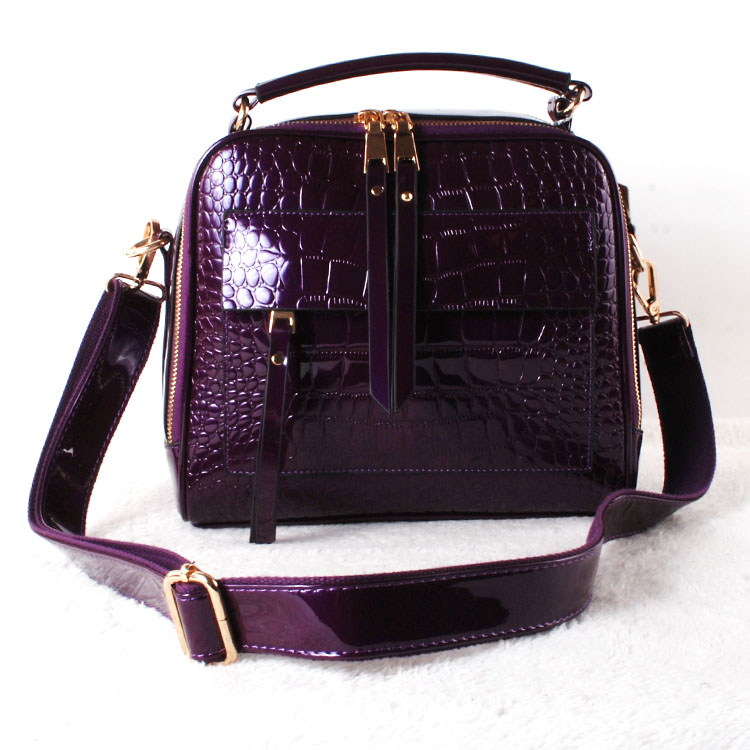 Bird of beauty autumn / winter 2019 school style small square bag crocodile pattern patent leather bright leather One Shoulder Messenger Bag retro girl