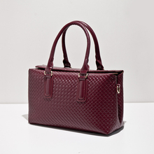New winter in Europe and the trend of the Boston handbag weaving grain shape one shoulder hand his lady's pillow package