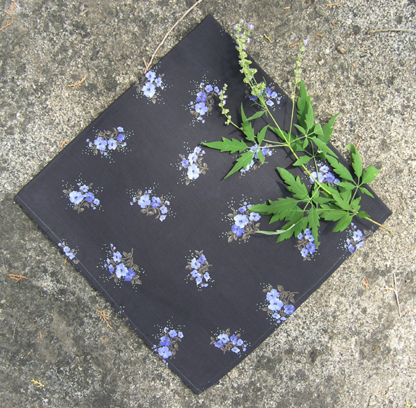 Japanese style dark grey black background, purple small bouquet, cotton small square scarf, scarf, outdoor hair band handkerchief.