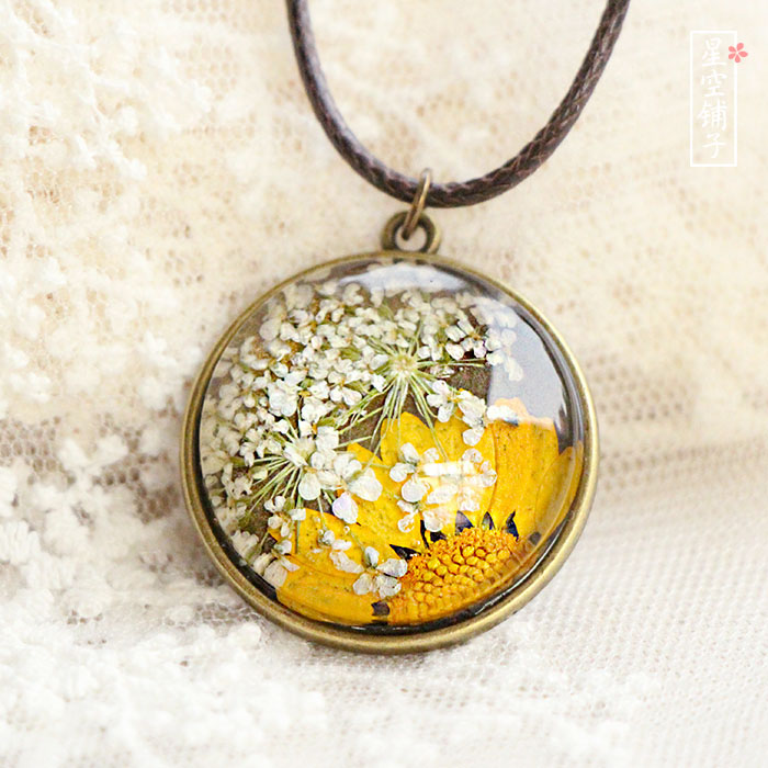2 hand made dried flower samples Necklace Vintage sweater chain time gem immortal flower hand as escort