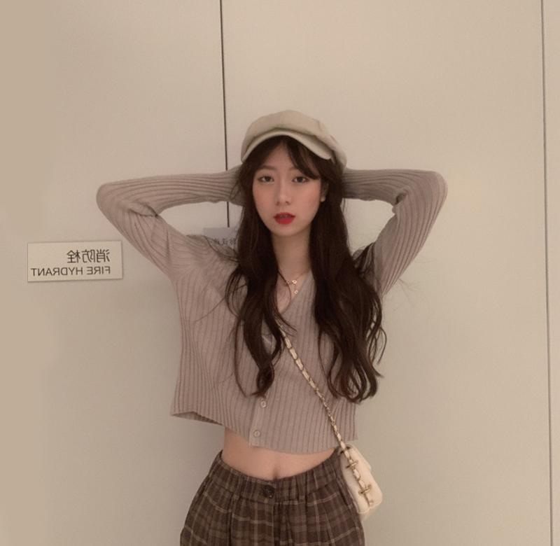 ? Spring Korean version versatile solid color V-neck pit stripe knitted cardigan womens high waist short long sleeve sweater exposed on the navel