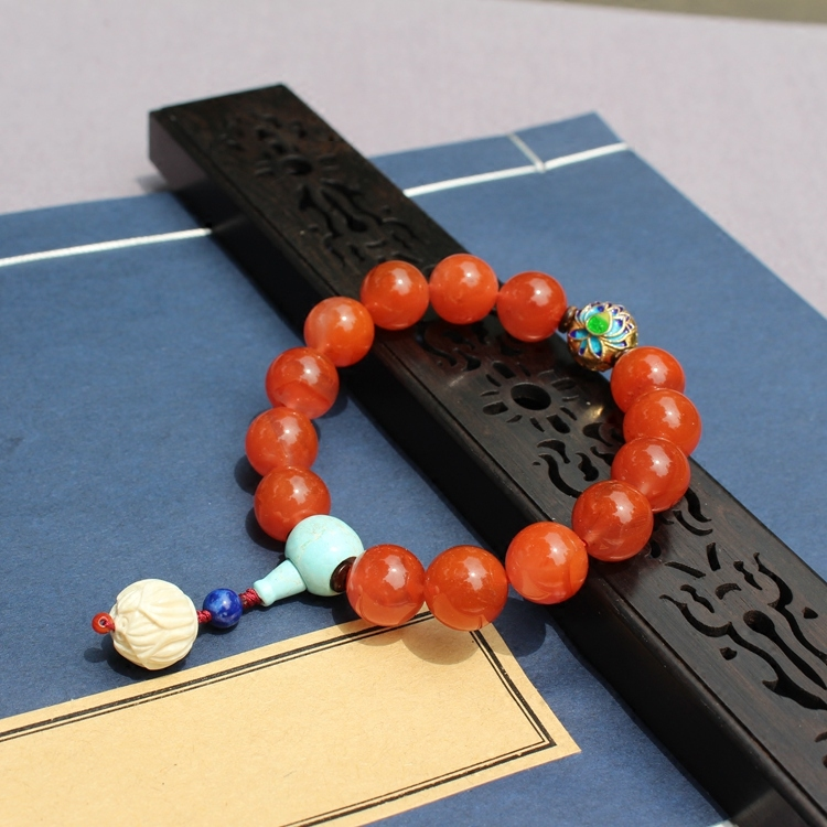 The lotus lamp is red at night. Raw mineral Turquoise Liangshan cherry red south red agate bracelet {zaqi original}