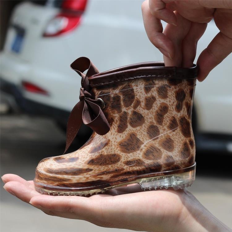 Иностранные милый ребенок сапоги короткие трубки размеров для мужчин и женщин и детей в осень и зимние ботинки скольжения дети воду обувь кристаллов