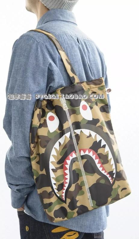 特!日本杂志 BAPE A BATHING APE 迷彩鲨鱼单肩包手提包 夹棉
