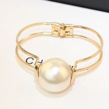Europe and the United States shows big simple opening another man-made great pearl bracelet female south Korean package mail free shipping