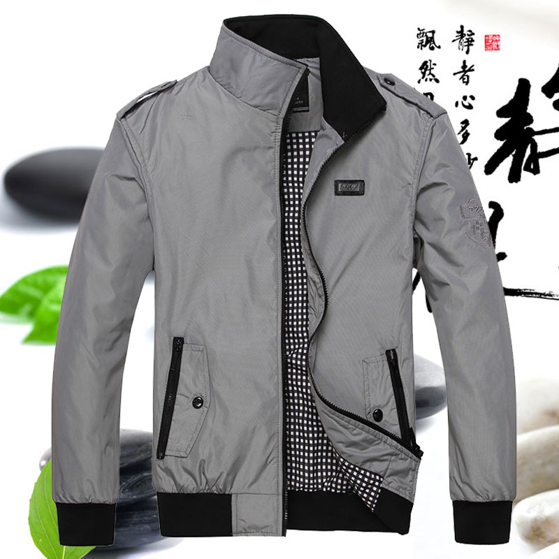 In early autumn, the mature middle-aged mens 50 casual jacket of 40 grams wear 35 sports coats and 30 Pu coats, 45 years old.