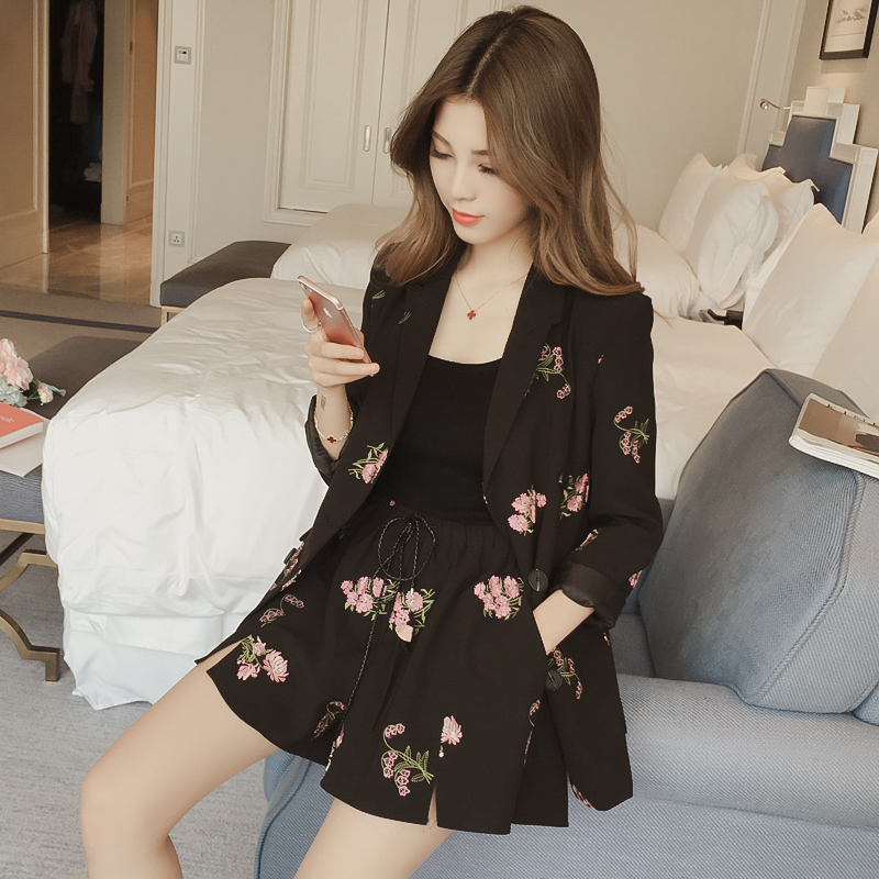 Spring new Korean embroidery suit jacket drawstring shorts casual suit women fashion temperament two piece suit fashion