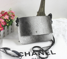 Popular aslant packets, European and American fashion, simple chic grid serpentine package of foreign trade, wholesale.