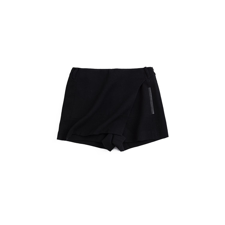 1折 2018春款 慕T丽 别具一格 时尚剪裁显瘦短裤 TM316257