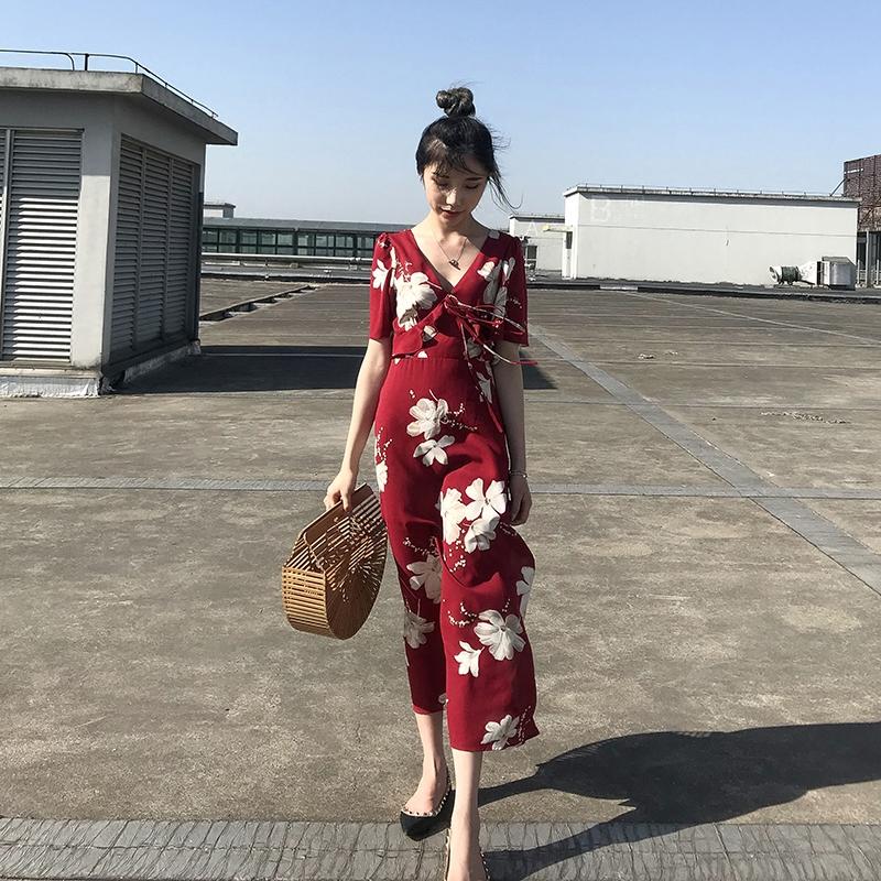 ins超火的连衣裙女夏季V领气质显瘦红色碎花沙滩裙海边度假长裙子