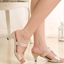 The new 2015 summer slippers heel with glitter peep-toe with high water getting cool slippers square buckle a leisure