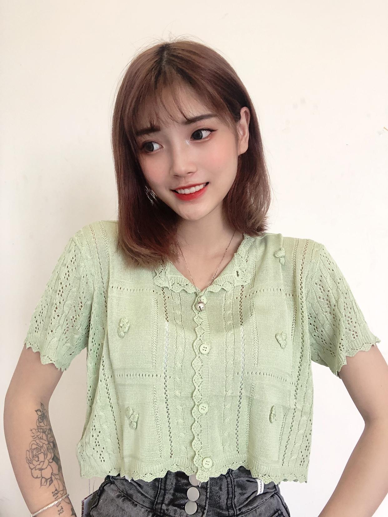 2021年夏の新型韓国版の婦人服ファッション半袖のカーディガンはボタンを開けて上着の通気性リンネルの生地にすることができます。