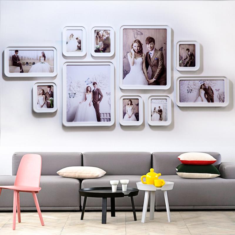 写真の壁は額縁の壁を飾って穴を開けません。寝室のリビングルームは壁のアルバムの枠を掛けて結婚式を組み合わせて、背景の壁のアイデアを照らします。