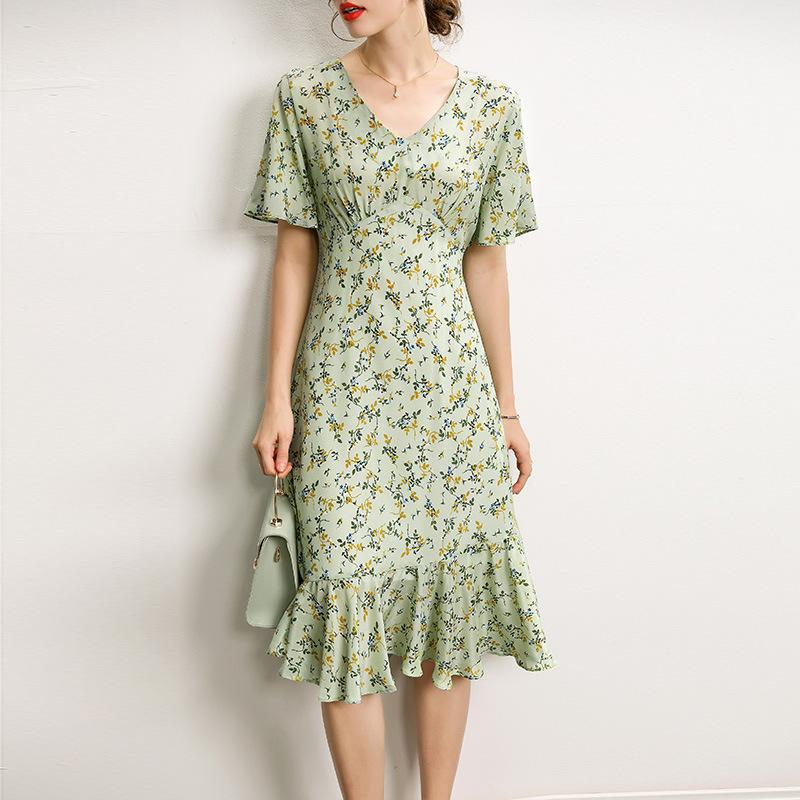 真丝连衣裙2021年春夏气质优雅v领时尚短袖修身荷叶边桑蚕丝裙子