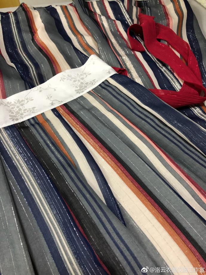 【Multicolor серебряная резьба】Часть типа плиссированной резьбы серебра юбки шифон двухслойный Неровным юбка плиссированная шкафутом【 товар в наличии хвост один 】