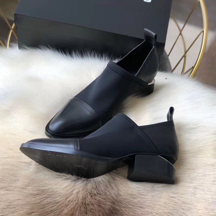 High end custom fashion pointed thick heel leather sole hanging design heel womens single shoe