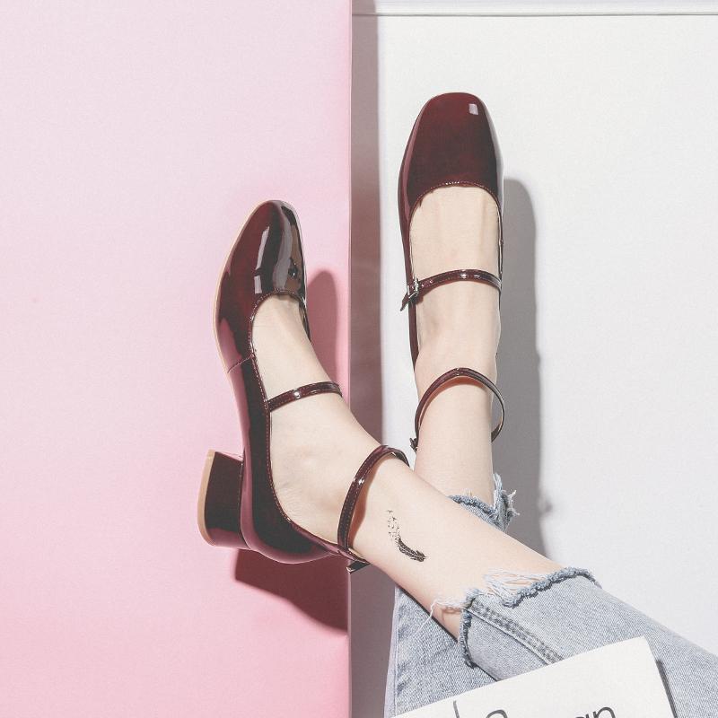 半曲一字扣玛丽珍鞋女复古中跟方头2019夏款酒红色单鞋女浅口粗跟