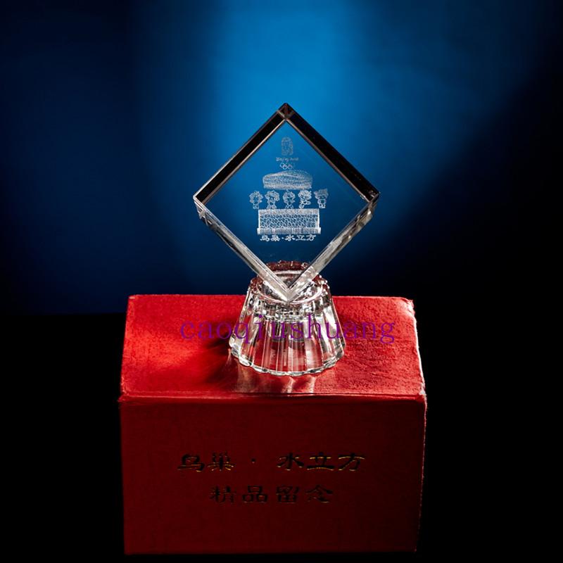 Товар в наличии Пекин сувенир 4 см куб кристалл гравюра птичье гнездо сувенирный куб сувенирные украшения