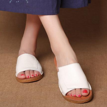 真皮平底凉拖鞋女2019夏坡跟软底防滑女拖鞋中跟白色一字拖鞋特价