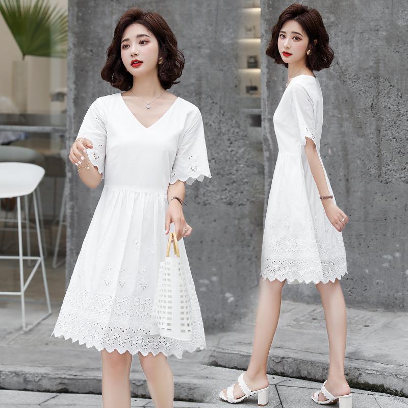 Design sense lace skirt 2021 summer new womens dress Korean fashion slim fit versatile short sleeve cotton