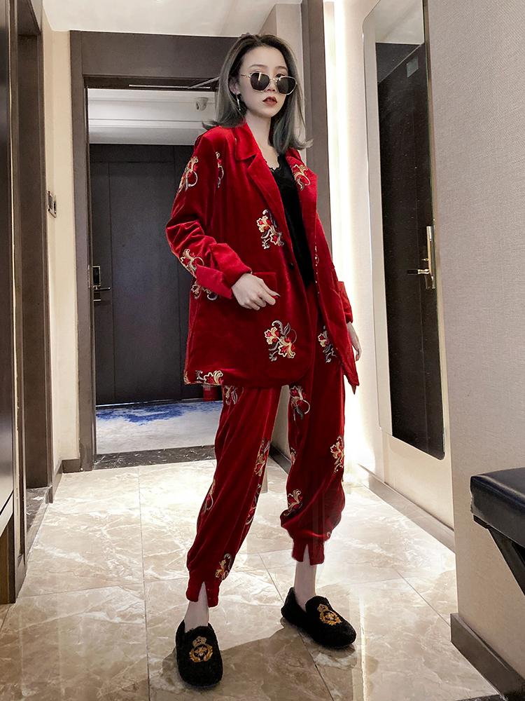 欧洲站2019冬季新款时尚百搭丝绒棉服女重工刺绣西服套装潮两件套