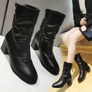 2019冬季新款靴子简约纯色后拉链方跟短毛绒中筒PU金属装饰女鞋
