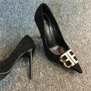 新款 女细跟性感百搭浅口尖头单鞋 2019春季 bb字母扣丝绒黑色高跟鞋