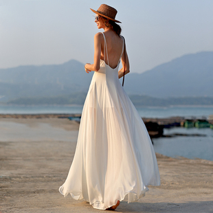 墨颜2019新款女海岛吊带裙白色旅拍轻婚纱海边度假大摆沙滩裙超仙