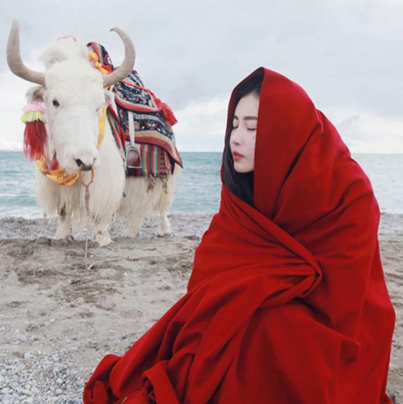 青海茶卡盐湖西藏色达秋冬旅游拍照民族风加厚红色羊绒大披肩围巾