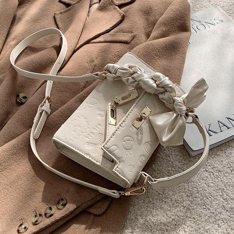Shanghai guest supply 2021 new fashion versatile one shoulder portable diagonal straddle temperament minority female white Lolita bag